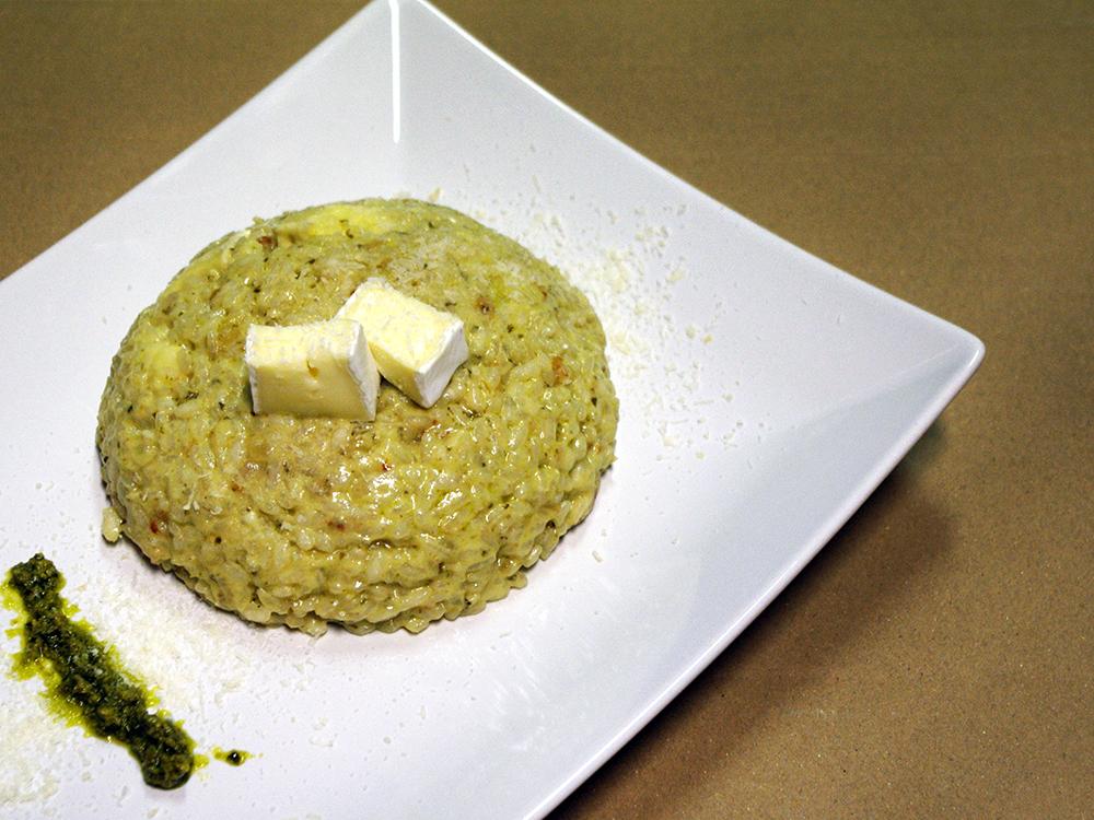 Risotto de pesto, formatge brie i parmesà