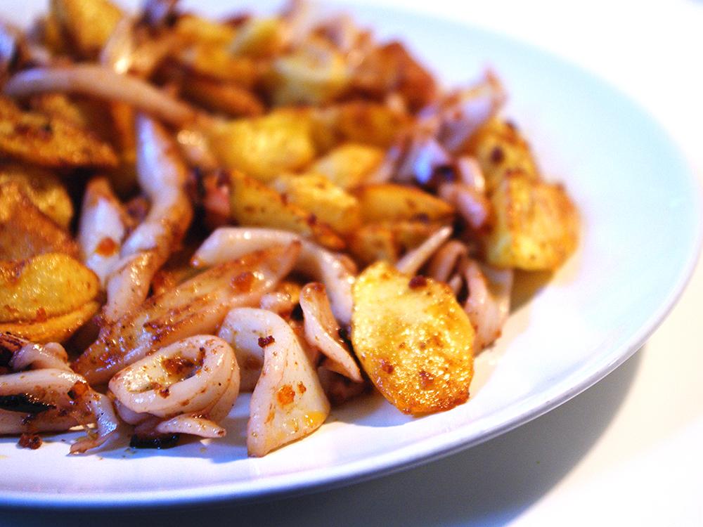 Calamar amb patates i sobrassada